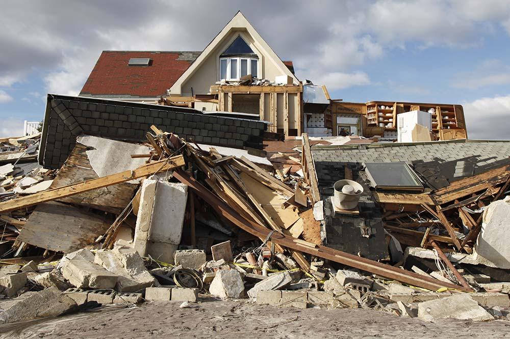 img_damaged_house